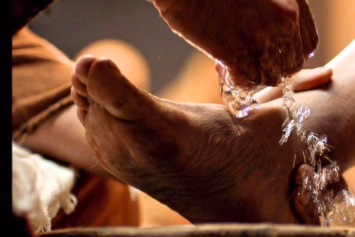 """Lavai os pés uns aos outros"""" -Por Huberto Rohden"""