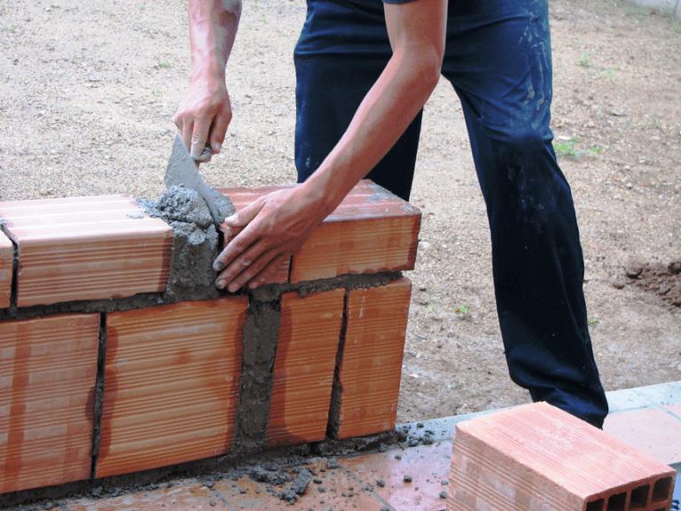 Igreja usa o dízimo para construir casas